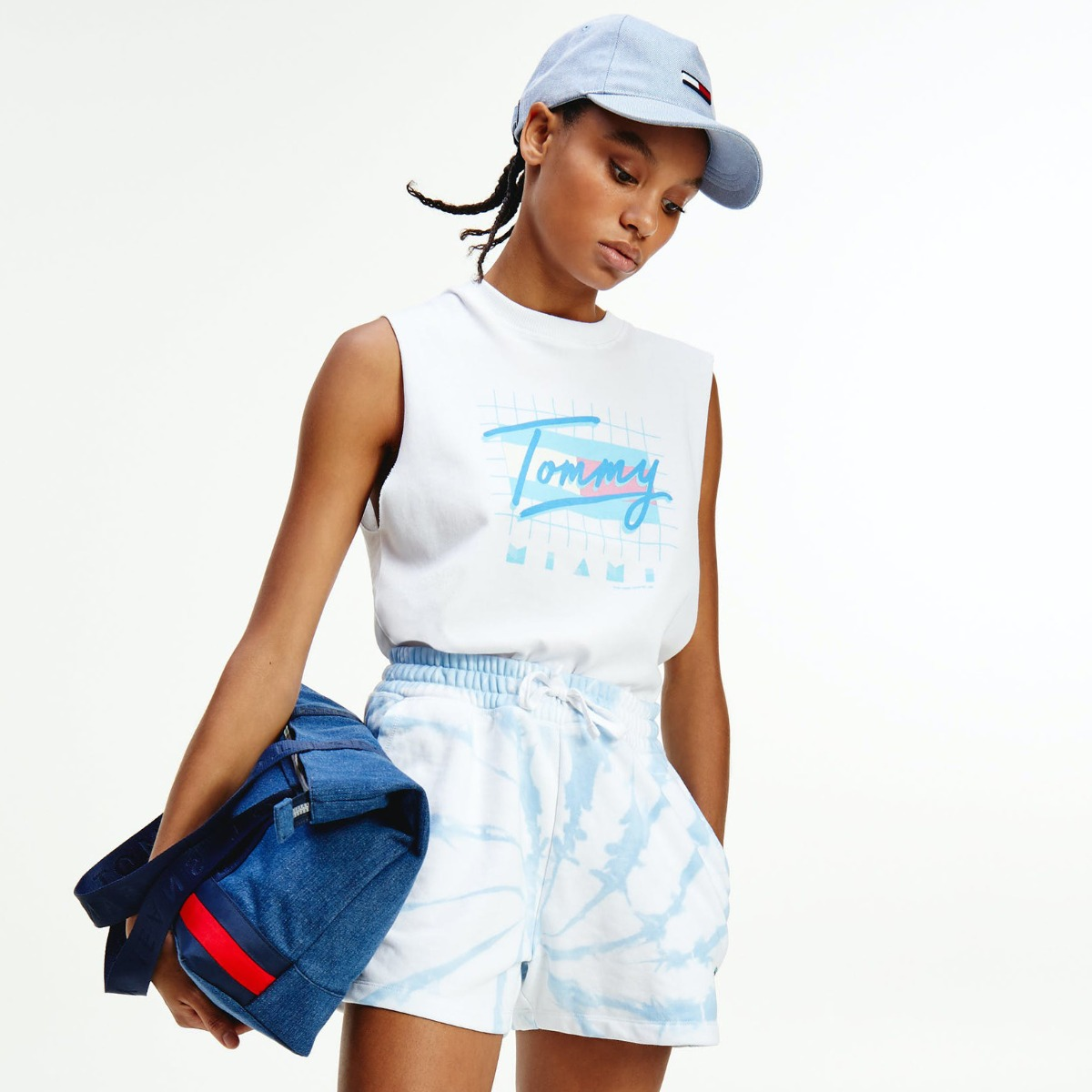 """<div style=""""text-align: left"""">TOMMY JEANS</div>"""